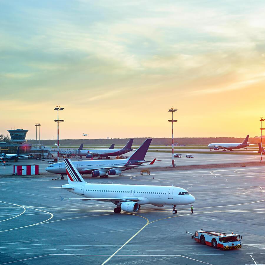 Störk-Tronic Karriere, Standort Stuttgart, Infrastruktur, Flughafen, Bahn, national, international.