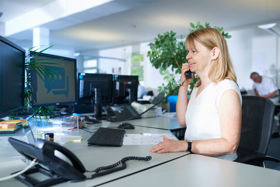 [Translate to Niederländisch:] Störk-Tronic Service. Kontakt, technische Auskunft, Fragen, Anruf.